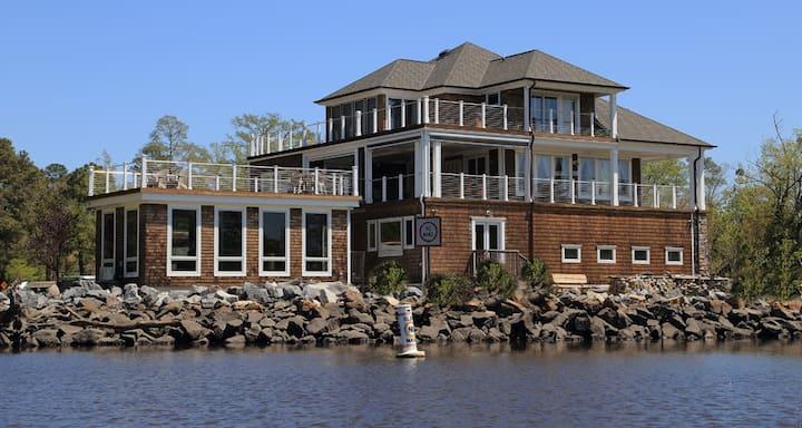 River House Private Studio Apt-Poolside