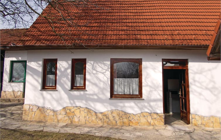 Holiday cottage with 2 bedrooms on 85m² in Kisszékely