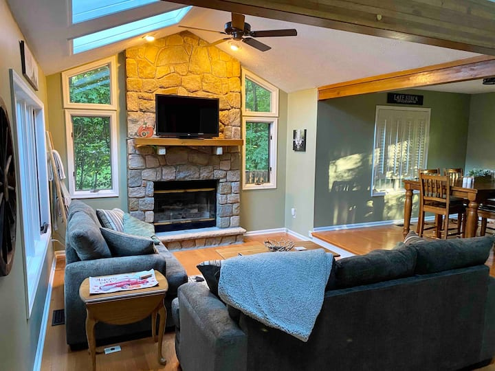 NEW! Private, Cozy, Cabin-Feeling House!