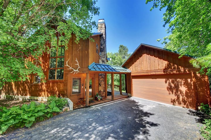 Fox Hollow- Tranquil Hideaway, Hot Tub, Guest House