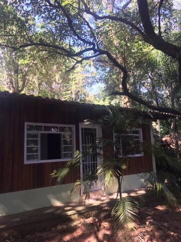 Cabana com segurança e mto lazer para família - Cabreúva - กระท่อม