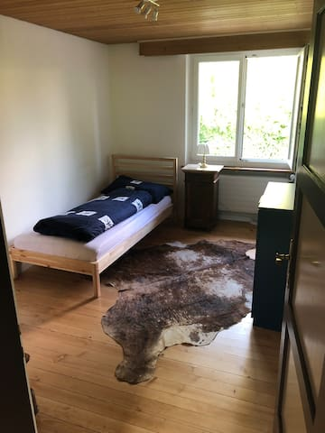Room close to the Airport, Hallenstadion, Center