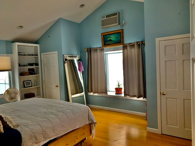 King bed room with bay window to bird feeders and birds!!! Plenty of closet space and A/C