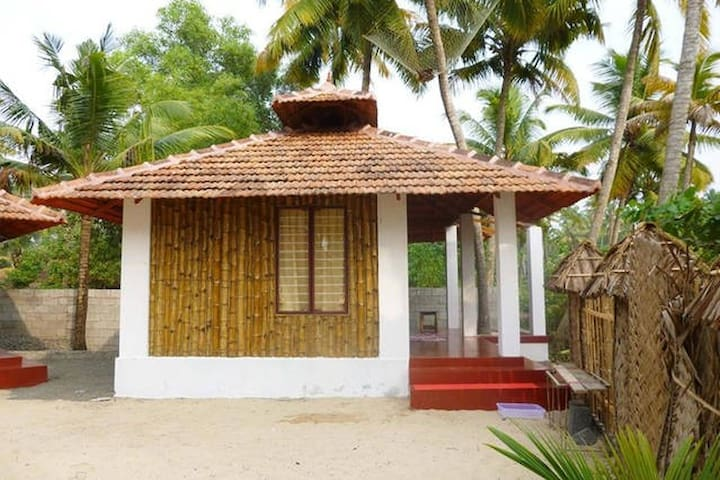 Bamboo cottage on Marari Beach, non a/c