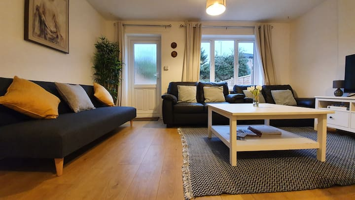 Whole house near river, City Centre - FREE parking