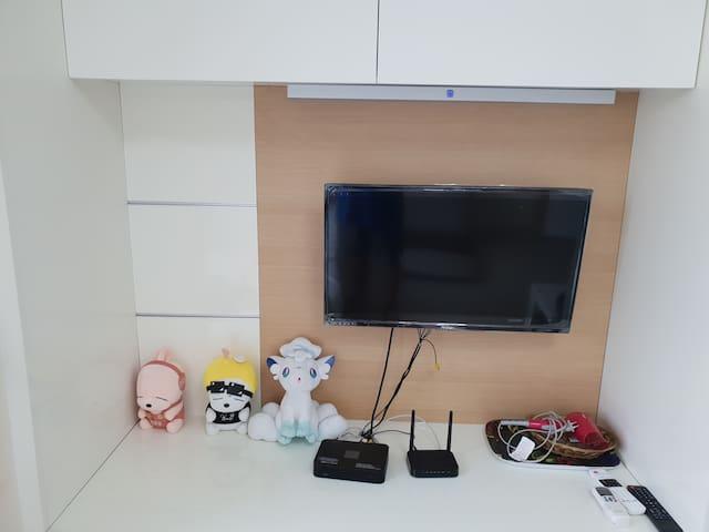 케이블 가능 티비와 무료 와이파이 유선 인터넷 가능 Cable-enabled TV and free Wi-Fi wired Internet