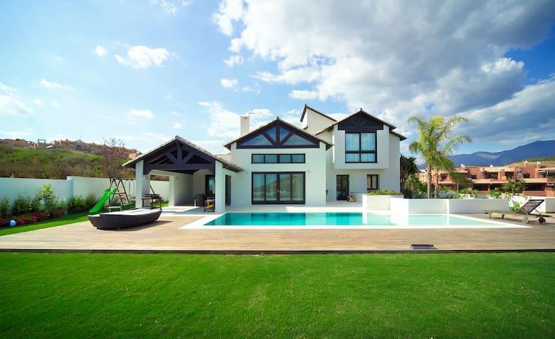 """Villa Majestic"" Luxury, large, close to the beach"