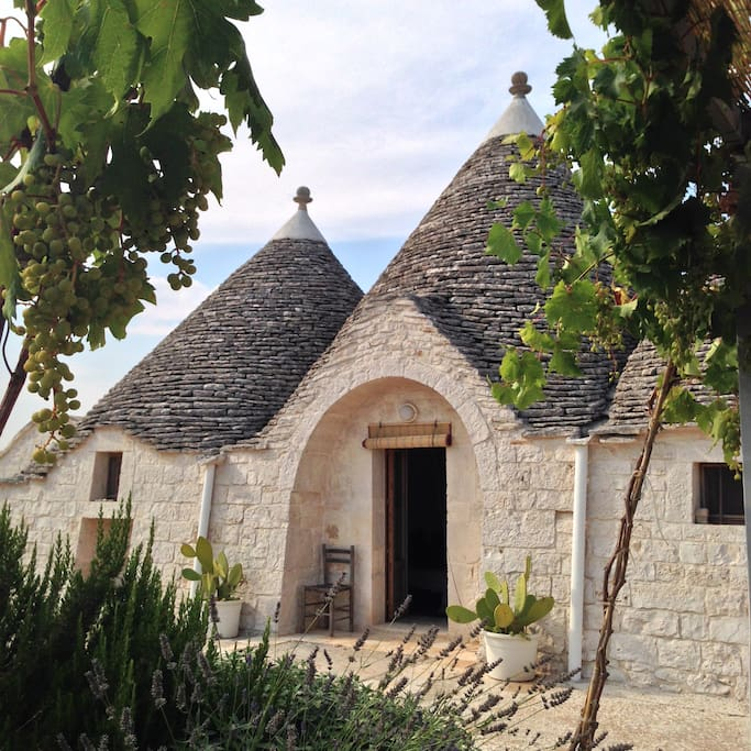 Trullo - Main entrance viewed from the Gazebo