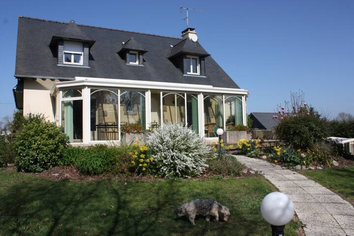 Chambres d'hôtes, piscine /B&B, swimming pool(3/3) - Pont-Péan - Bed & Breakfast