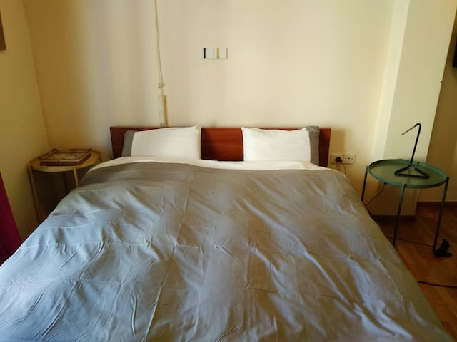 Room near Airport ideal for staying overnight