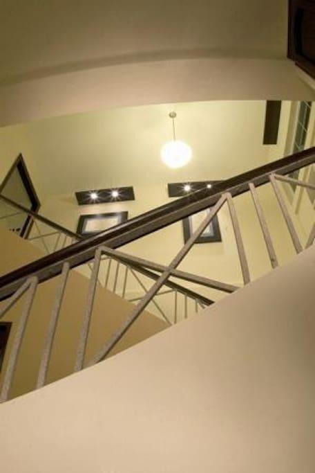 Escalera Maxihotel