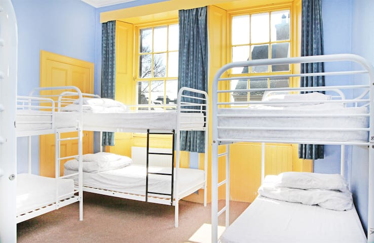 St Andrews Hostel - 7 Bed Mixed Dorm