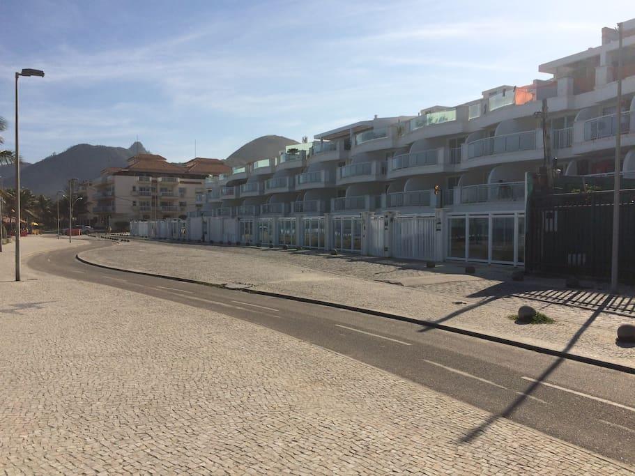 Condomínio Pontal da Areia - Pé na praia