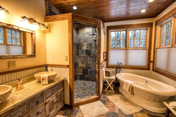 HemLocke Suite Master Bath