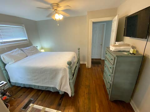 Upper King Getaway - two bed, two bath