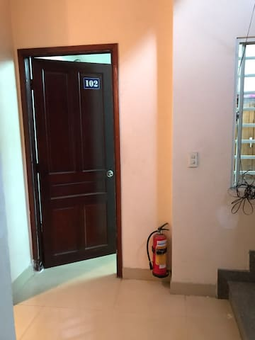 Sweet room and private entrance near airport