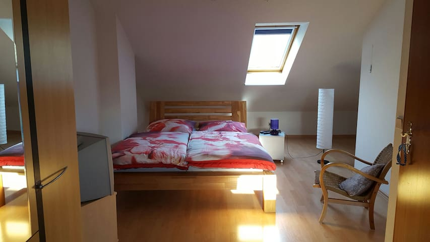 Comfortable room in a townhouse - Hamburg - Huis