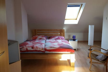 Comfortable room in a townhouse - Hamburg - Haus