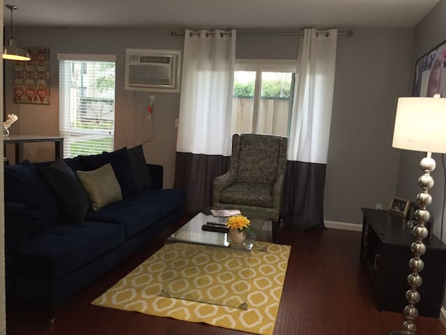 Chic Condo w/ Pool SF/WC Bay Area - Concord - Kondominium