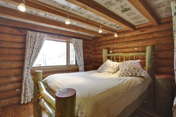 Bedroom #3 (flower room)