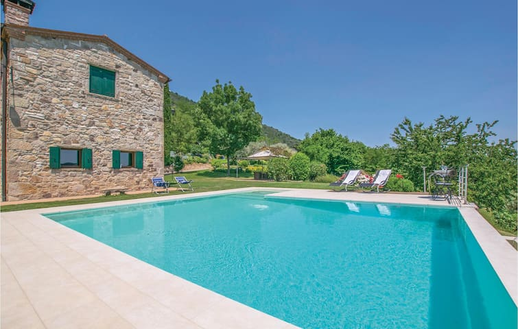 Semi-Detached with 4 bedrooms on 195 m²