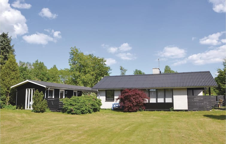 Holiday cottage with 4 bedrooms on 62m² in Kirke Hyllinge