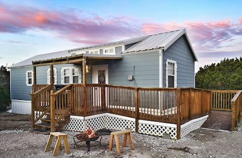 City Escapes Cabins - Sunflower - Hot Tub on porch