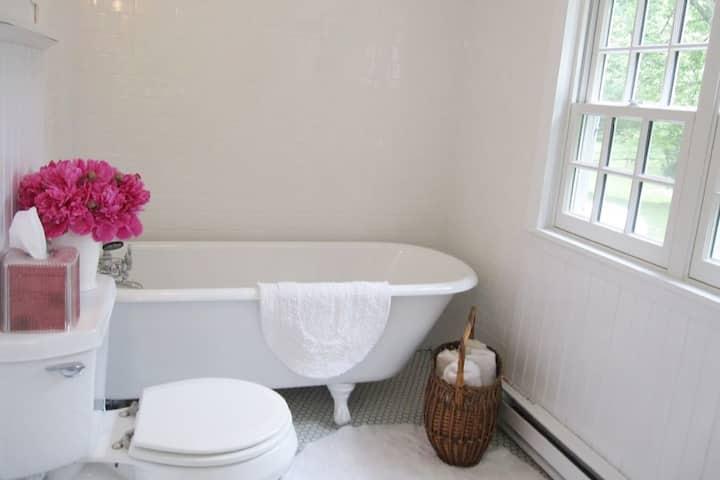 La Petite Maison 1787 farmhouse- Rhinebeck, NY