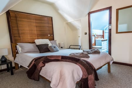 Gold Mine Guest House - Gold Dust Room