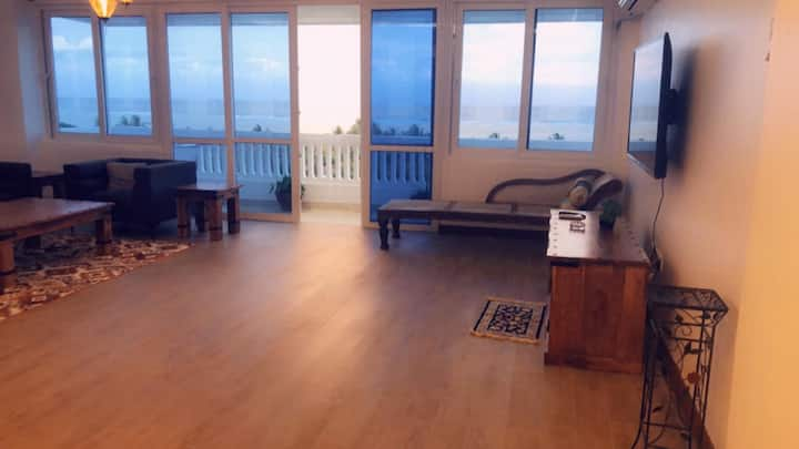 TreTra-Ritz-Spacious-180 Deg. Sea View Apartment