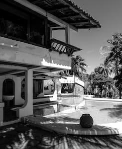 Private Beach House on Playa El Tunco - Esymar