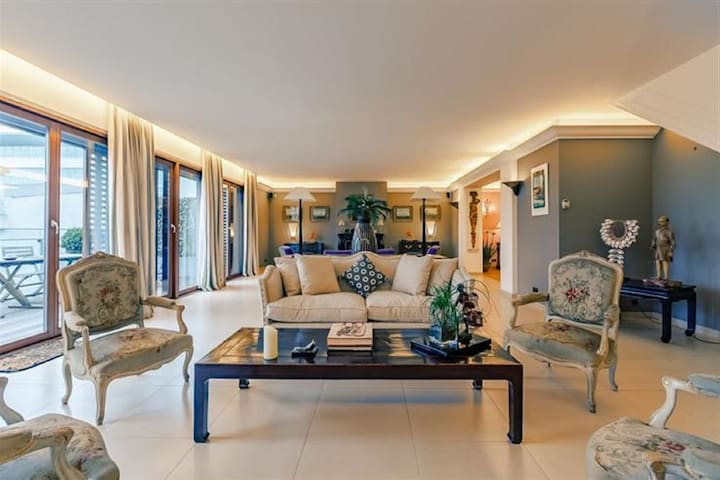 Luxurious 3 BED penthouse in the heart of Brussels