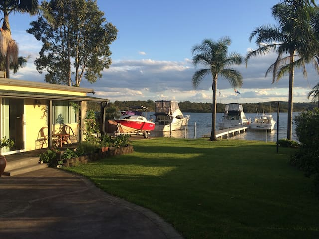 Lake house .Self contained unit. Waterfront - Fennell Bay - Apartamento
