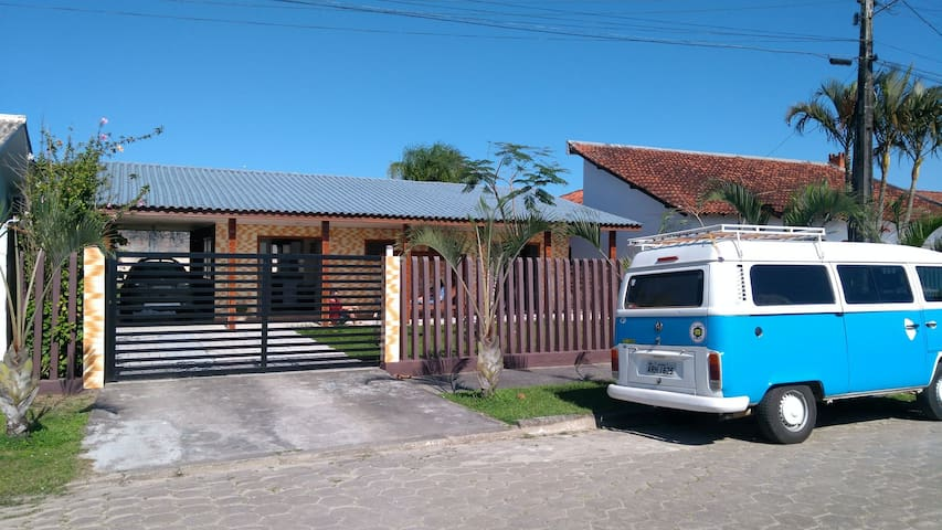 Aerolito Surf House