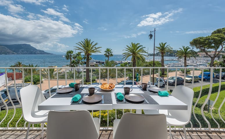 Amazing view, 100m from the beach, private parking