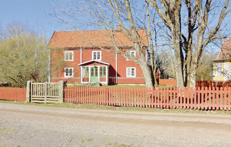 Holiday cottage with 3 bedrooms on 200m² in Örsjö