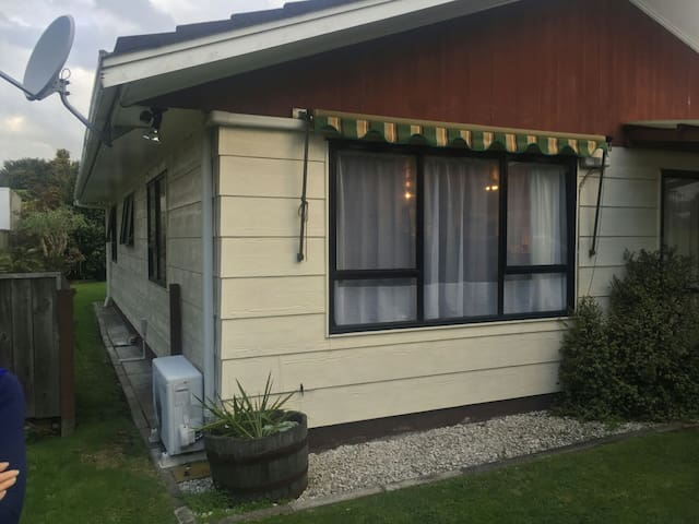 Cosy and Close to town - Rotorua - Apartamento