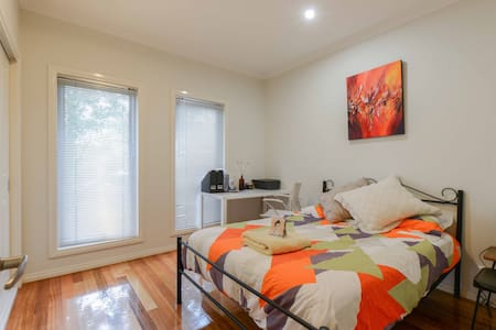 Trendy comfortable Townhouse - Preston - 独立屋