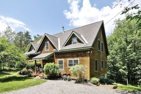 Quaint Pinnacle Home, Near One of Stowe's Best Hikes