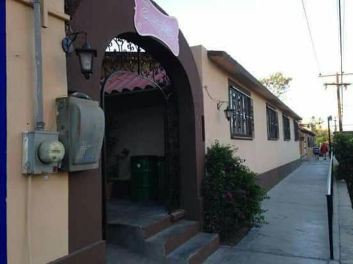 Hotel Quinta Lolita a solo dos cuadras del Malecon