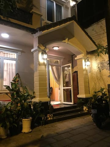 Nice room in the little villa near Thao Dien Pearl - Ho Chi Minh City - Villa