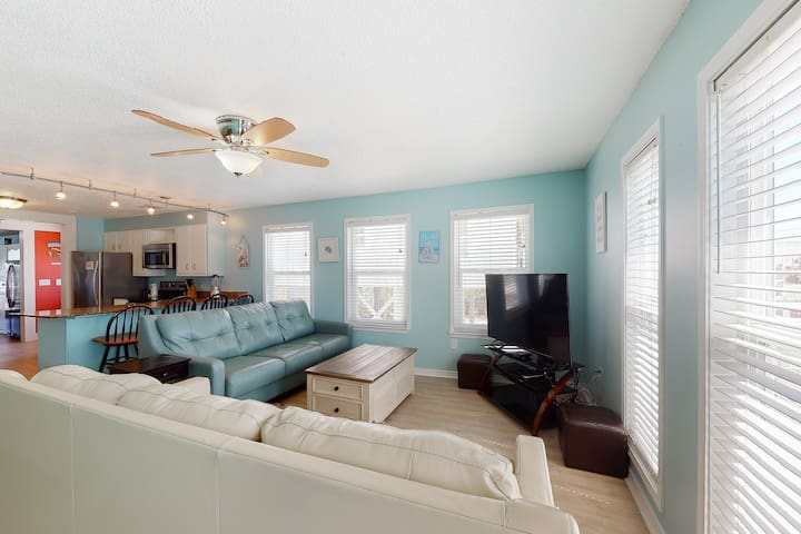 Spacious beach house across the street from the beach w/ a private pool & deck!