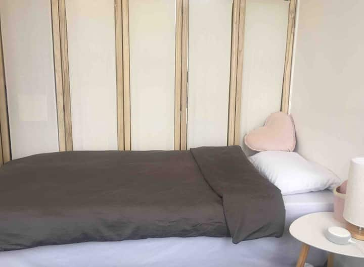 Share room girl only( accept long term 150/W)