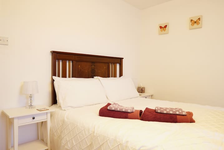 Double room in peaceful house in Rainham, Kent