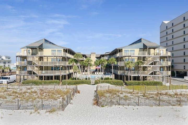 Sandpiper: Stylish, comfy, gulf-side, affordable!