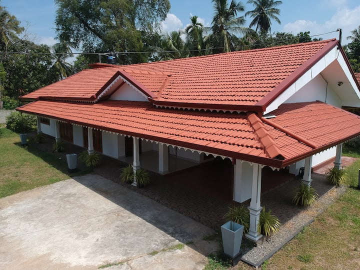 Amuse Villa with A/C Rooms (Near Airport/Negombo)