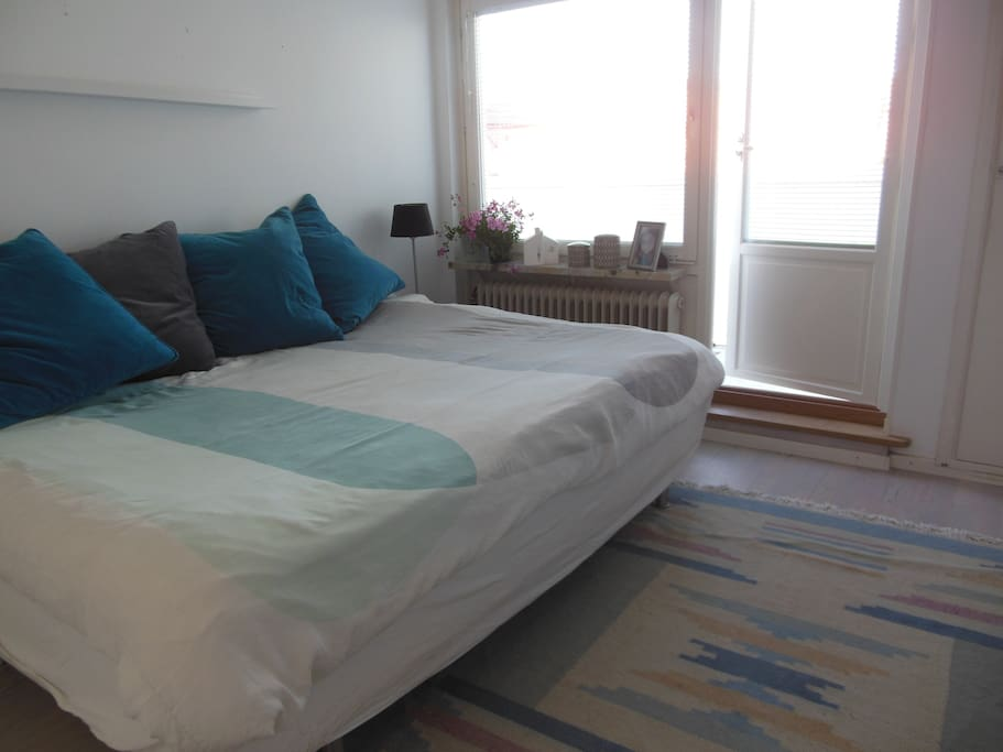 Main bedroom with double bed, cable TV and balcony