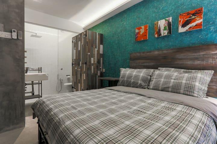 Room 3 (ensuite bath)