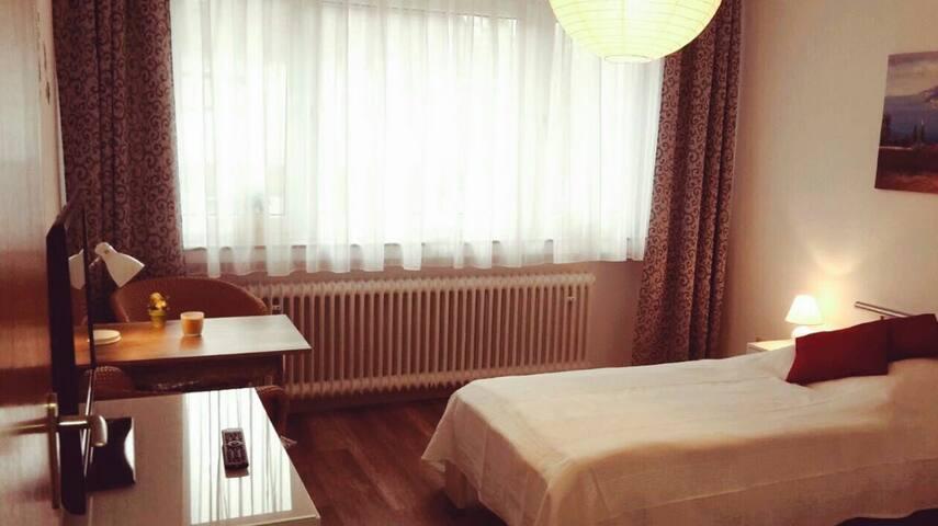 Privatzimmer in Köln-Poll zu vermieten - Colônia - Apartamento