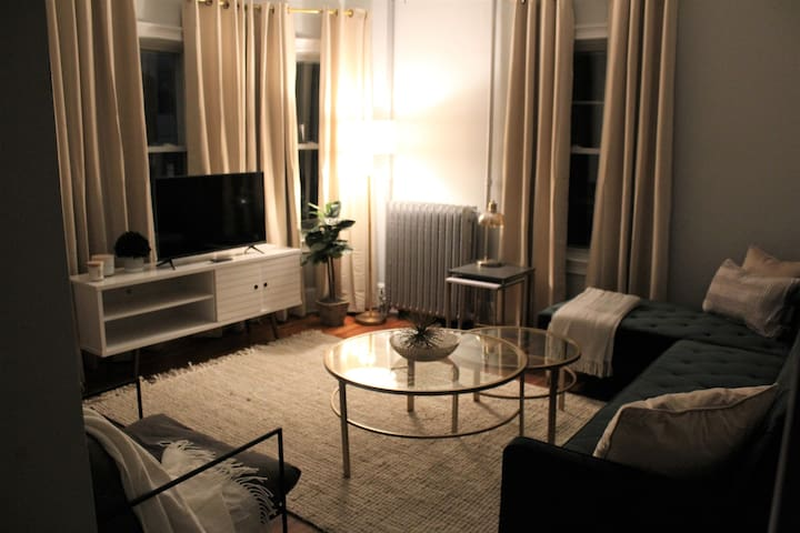 The Maverick-Modern 4 BR-10 Min to Encore, Boston